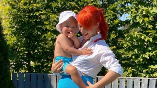 С красками на лице: Светлана Тарабарова рисовала с сыном – смешные фото очаровали сеть