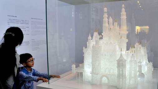 Діти зламали скляний палац вартістю 64 тисячі доларів: несподівана реакція працівників музею