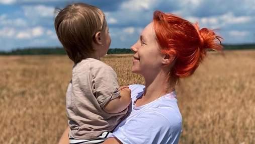 В фартуке и колпаке: Светлана Тарабарова испекла пирог вместе с сыном – забавные фото
