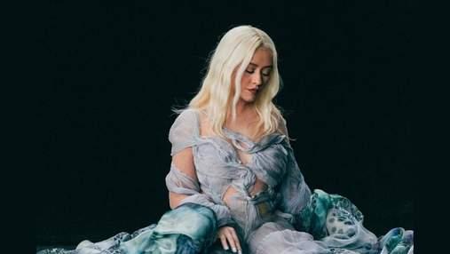 """Крістіна Агілера у казковій сукні презентувала саундтрек до """"Мулан"""": ефектне відео"""