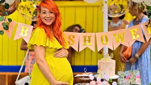 Светлана Тарабарова поплавала в бассейне с сыном на девятом месяце беременности: яркие фото