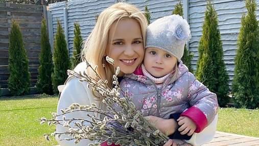 Лилия Ребрик умилила фото с младшей дочерью на фоне фантастического замка