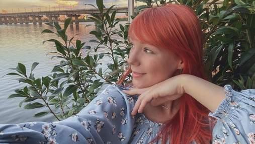 В платье цвета хаки: Светлана Тарабарова очаровала образом на последнем месяце беременности