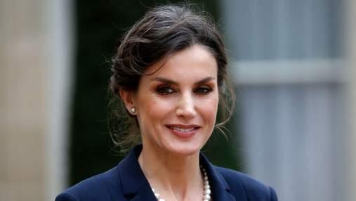 В классических брюках и блузке: королева Летиция показала безупречный деловой образ – фото