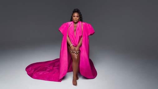Пышнотелая певица Lizzo стала героиней глянца Vogue: потрясающие фото в платьях