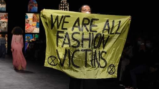 Конфуз на показі Dior: активістка перервала його та вибігла на подіум