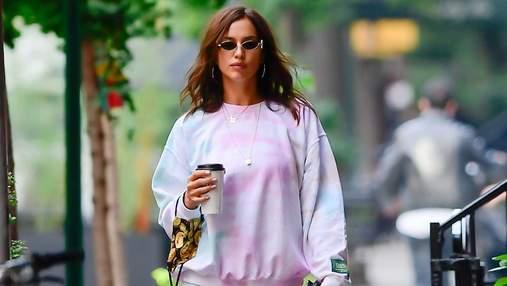Розовые угги и спортивный костюм: Ирина Шейк прогулялась по улицам Нью-Йорка – фото