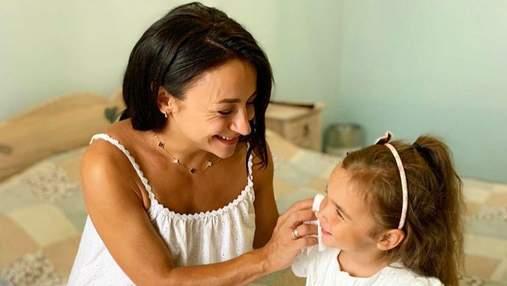 Бути мамою – найважливіша місія: вагітна Ілона Гвоздьова замилувала світлинами з донечкою