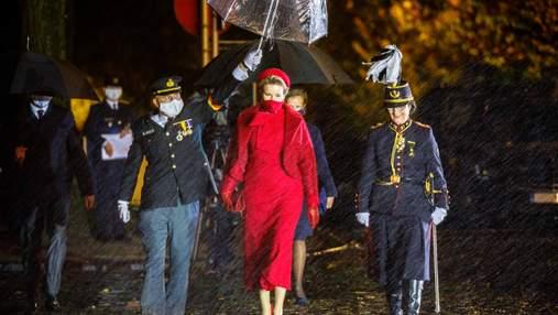 Новий тренд? Вслід за Летицією та Максимою королева Матильда обрала повністю червоний образ