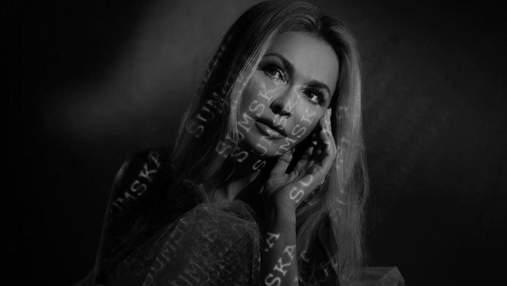 В черном пиджаке: Ольга Сумская засветила пышную грудь - соблазнительный кадр
