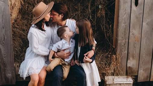 З красунею-дружиною і дітьми: фронтмен O.Torvald знявся у сімейній фотосесії на ранчо
