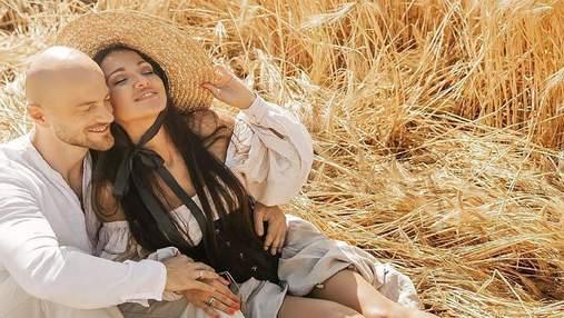 Жена Влада Ямы поделилась нежной фотосессией: чувственные кадры