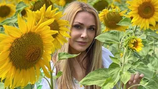 Ольга Сумская покорила элегантным образом в длинном платье: фото