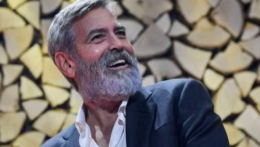 """Джордж Клуні змінився до невпізнання у новій драмі """"Північне небо"""": фото і відео"""