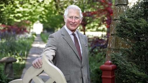 Принц Чарльз стал звездой британского Vogue и рассказал, почему латает одежду: фото