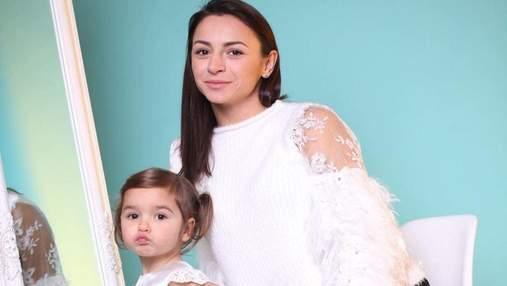 Илона Гвоздева тронула семейной фотосессией с дочкой и сыном: миловидные кадры