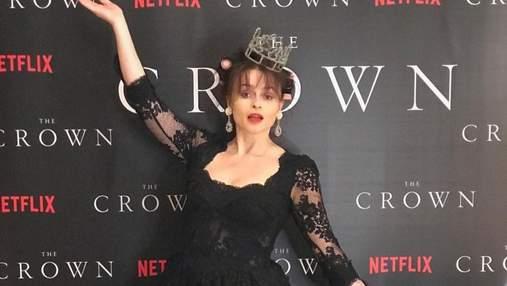"""В ефектних сукнях і костюмах: актори """"Корони 4"""" влаштували власну червону доріжку до прем'єри"""
