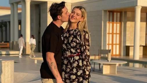 Невеста Бруклина Бекхэма сделала татуировку с его именем: фото