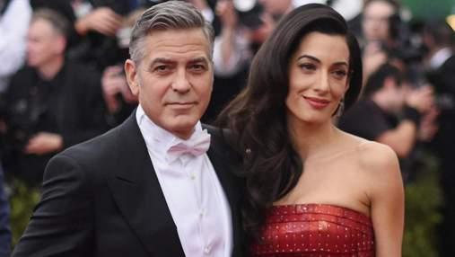 Вывихнул бедро, пока стоял на колене Джордж Клуни рассказал, как признавался Амаль