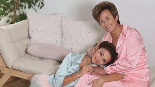 Ілона Гвоздьова зворушливо привітала маму з днем народження: спільні фото в піжамах