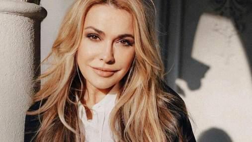 В черном пальто: Ольга Сумская показала элегантный образ – фото