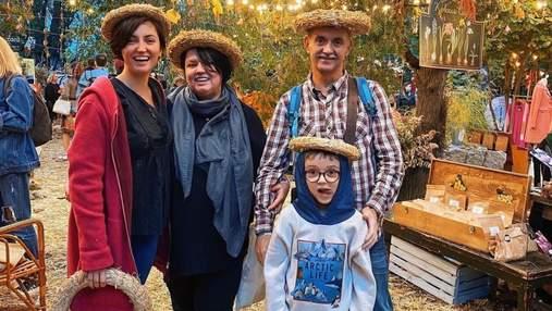 С родителями и сыном: Оля Цибульская очаровала сеть семейным фото