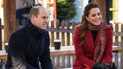 Лакомятся зефиром и смеются: как Кейт Миддлтон и принц Уильям проводят рождественский тур