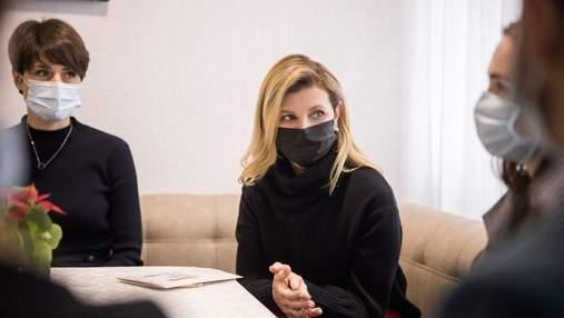 У чорній кофті та штанах: Олена Зеленська показала стильний образ – фото