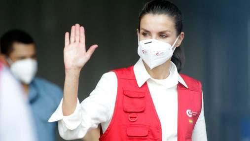 В белой рубашке и жилете: королева Летиция поразила образом для поездки в Гондурас – фото