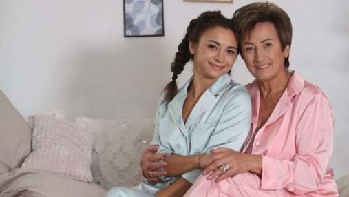 Мама Ілони Гвоздьової збільшила губи: відео з косметологічного кабінету