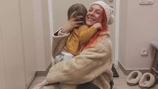 В домашней атмосфере: Светлана Тарабарова поделилась красивыми фотографиями с сыном