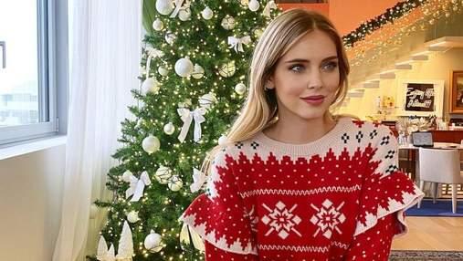 Как знаменитости украсили новогодние елки: подборка ярких кадров