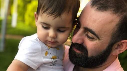 Сын Арама Арзуманяна сделал первые шаги: трогательное видео