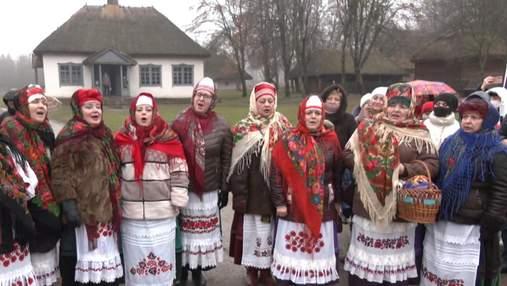 Колядки под открытым небом: как в Киеве праздновали Рождество, несмотря на COVID-19