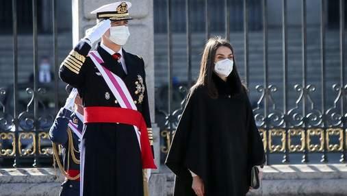 В елегантному вбранні: королева Летиція підкорила образом на новорічному військовому параді