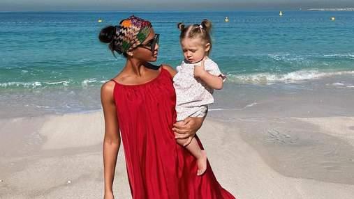 Санта Дімопулос підкорила мережу фото з однорічною донькою: зворушливі кадри з Дубаї