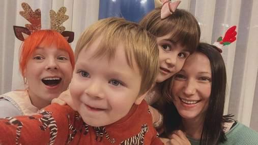 Развлечения на локдауне: Светлана Тарабарова испекла печенье с сыном, сестрой и племянницей