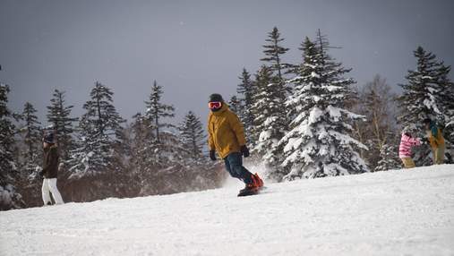 Заблудились после спусков на сноуборде: на Закарпатье спасатели спасли туристов