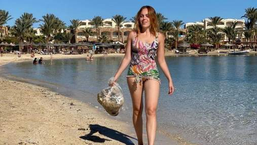Alyosha показала необычное фото с отдыха: что артистка делала на пляже