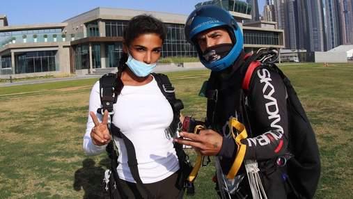 Стрибнула з парашутом: Санта Дімопулос показала екстремальні розваги в Дубаї – фото та відео