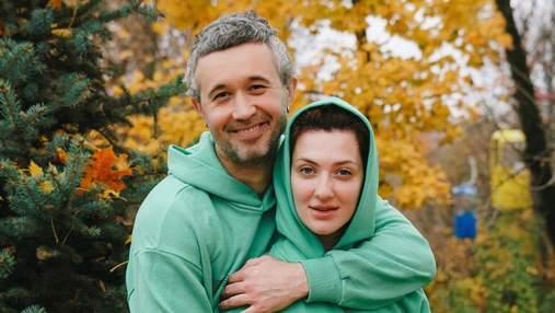 Сергей Бабкин прогулялся по Вене перед операцией: фото с женой