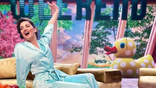 У блакитному костюмі: Оля Цибульська продемонструвала звабливий образ – фото