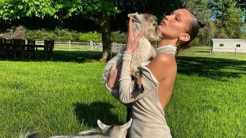 Самая красивая женщина планеты в купальнике взбудоражила сеть: горячие видео