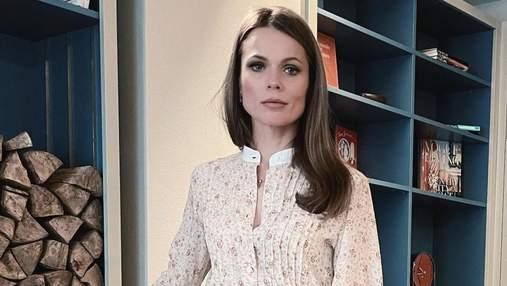 У квітковій сукні: Ольга Фреймут продемонструвала ніжний образ – фото