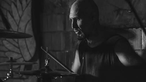 Сменил барабан на автомат: десантник страх и боль от войны превратил в музыку