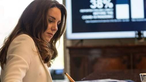 Кейт Міддлтон підкорила образом в елегантному жакеті: нова відеозустріч герцогині