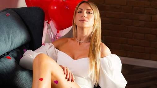 Леся Никитюк обнажила откровенное декольте в соблазнительных образах: роскошные фото