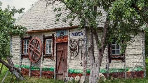Українець збудував унікальний музей зі скляних та пластикових пляшок: фото, відео