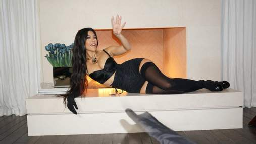 Кортни Кардашьян зажгла фанатов новыми фото в образе Dolce & Gabbana