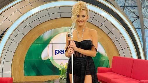 Ірина Федишин вразила образом у чорній сукні та з новою зачіскою: фото